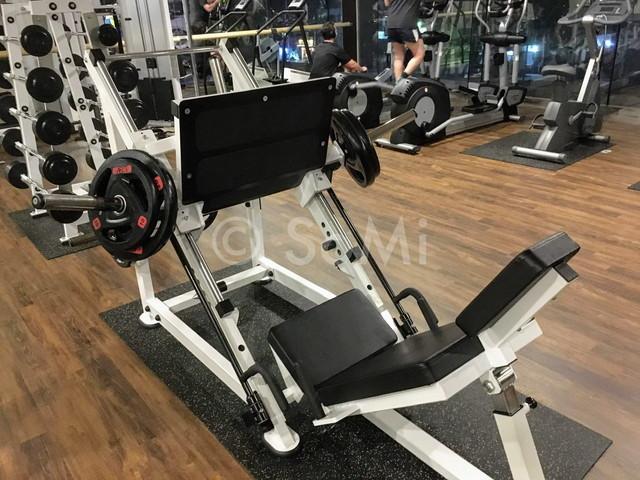 Leg press machine in Orakai Insadong Suites
