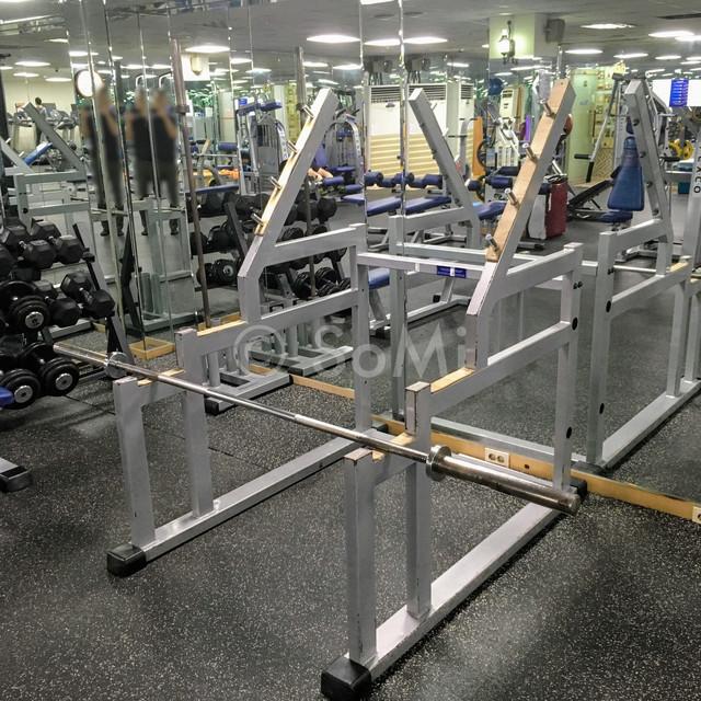 Squat rack in Hamilton Hotel