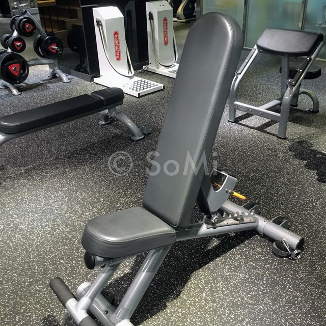 Flat-incline bench in the gym of Ramada by Wyndham Seoul