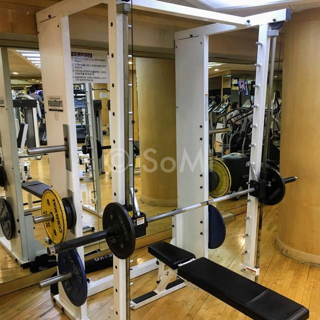Smith machine in the gym of Hotel Riviera Cheongdam