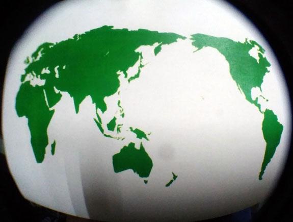 世界地図を魚眼レンズで撮影した写真