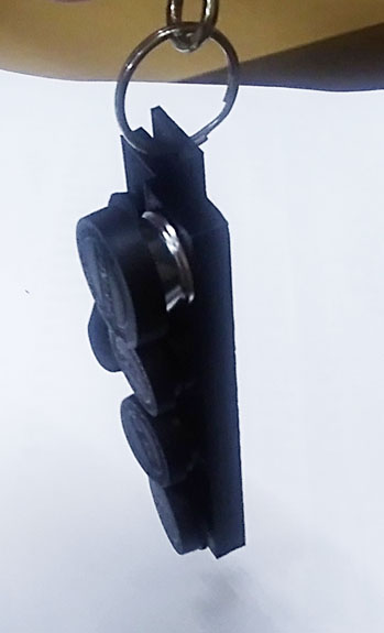 ホルダーにレンズを装着した写真