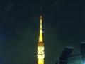 東京タワーに月がかかってる