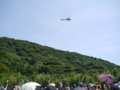 かなり低く降りてきたヘリコプター