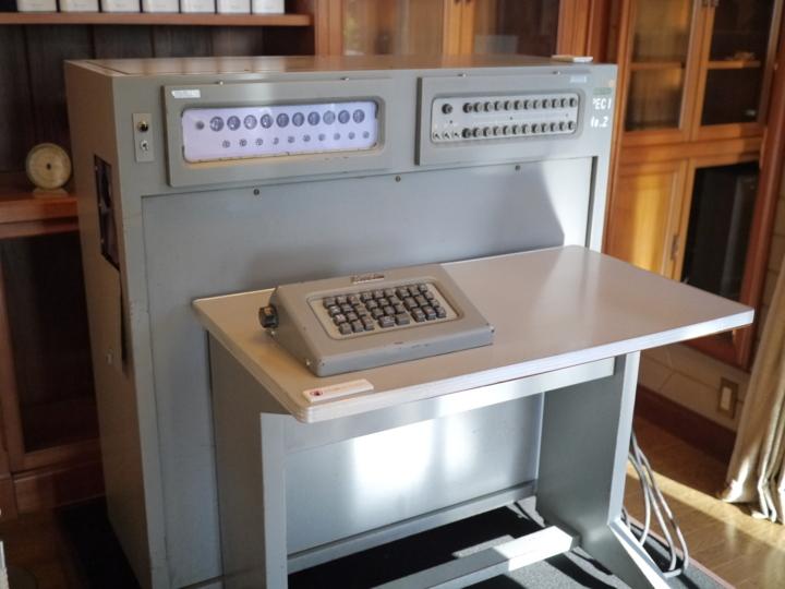 カシオ計算機の科学技術用計算機「AL-1」