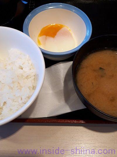 肉増し牛鍋膳(熟成チルド牛肉使用)半熟玉子ご飯類
