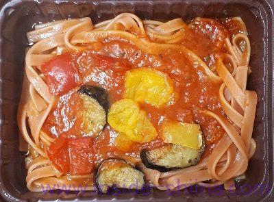 野菜を食べる生パスタトマトソース見た目