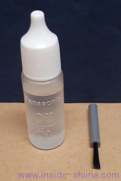 パナソニックボディトリマー「ER-GK60-W」専用オイルと掃除用ブラシ