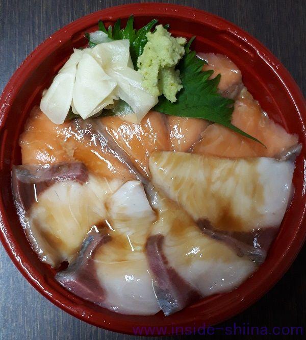 磯丸水産、サーモンとカンパチの漬け丼(税込830円)