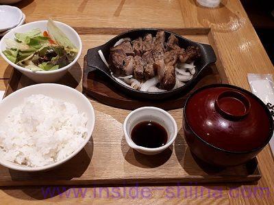 うまやの楽屋 有楽町店の「厚切りトンテキ定食」税抜1,100円
