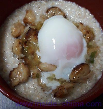 オートミールと焼き鳥(塩)と半熟卵