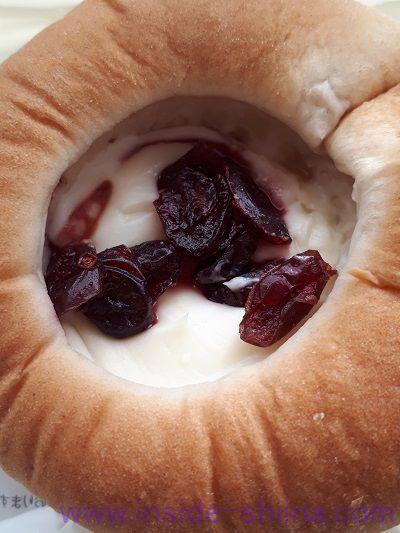 ブランのクランベリー&チーズクリーム 中身
