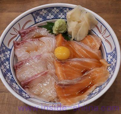 サーモンとカンパチの漬け丼(磯丸水産)