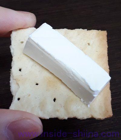 コルッシ ソルトクラッカーとkiriチーズ