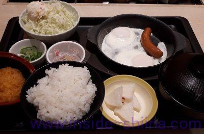 松のや ソーセージエッグ定食(納豆)