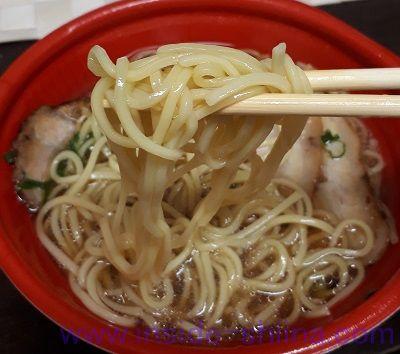 チャーシュー麺(ファミマ) 麺
