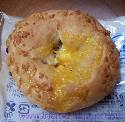 ローソン 大麦の蜂蜜とクルミのチーズパン 見た目