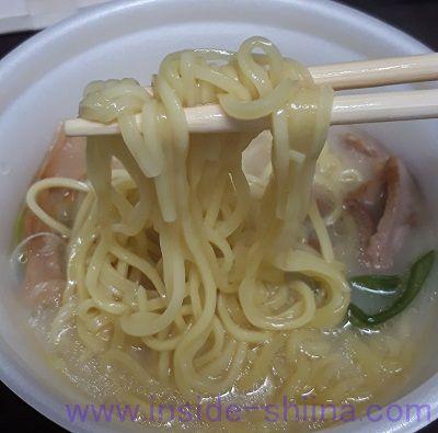 鶏白湯ラーメン(ファミマ) 麺