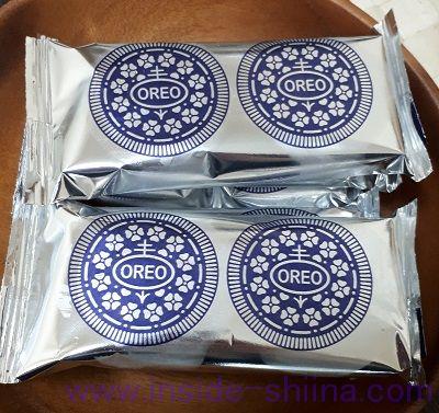 オレオホワイトチョコレートは1袋に2枚