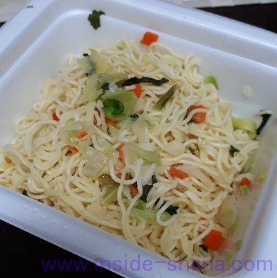 明星 ロカボNOODLES 野菜たっぷり ソース焼そばの作り方2