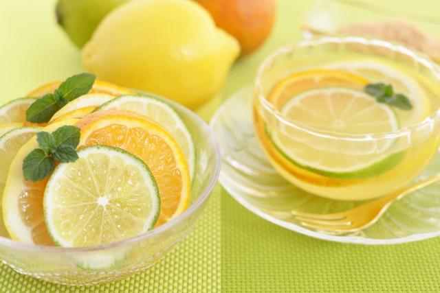 レモンやライム、香のつよい野菜類には光毒性が