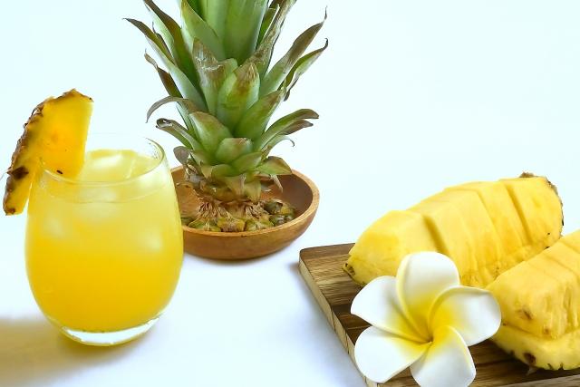 酵素たっぷりのパイナップルも皮ごと使う