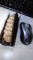 朝食に俺のエクレア。マウスよりデカイw