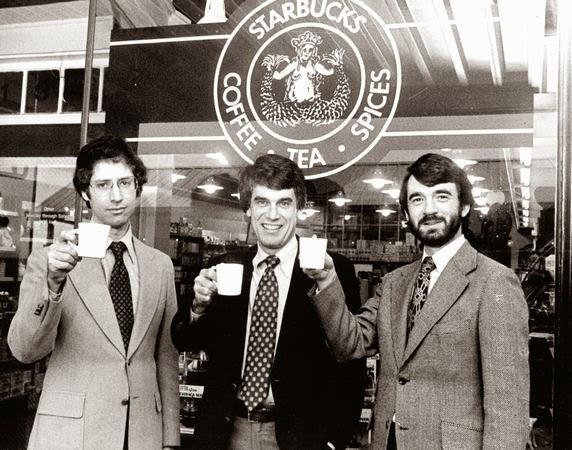 「STARBUCKS」を創業したジェリー・ボールドウィンとゴードン・バウカーとゼヴ・シーグルの3人
