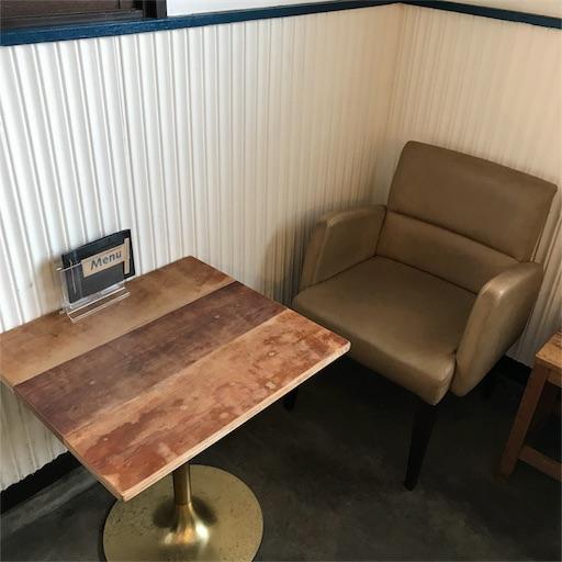 モクモクコーヒー店内に置かれている一名席