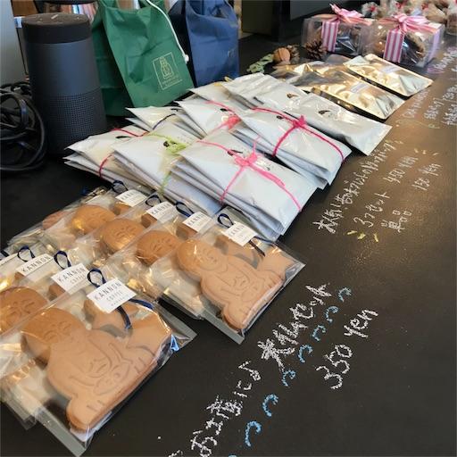 KANNON COFFEE kamakuraの店内カウンターの上に置かれているクッキーや パウンドケーキ