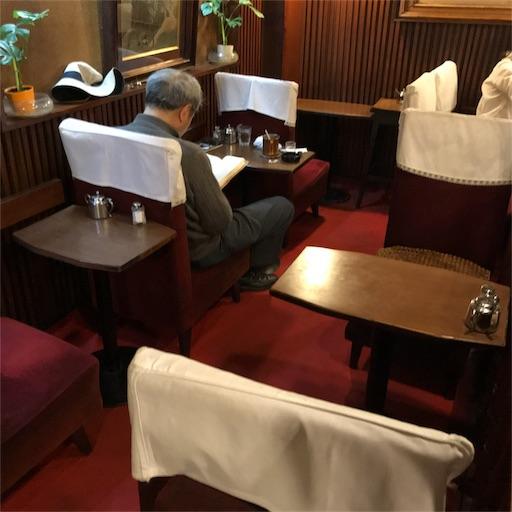 【名曲・珈琲 麦】の店内フロア