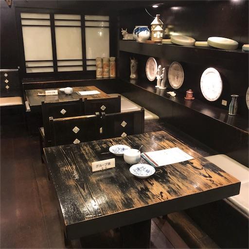 古瀬戸珈琲店の店内入って右側の6名ほど座れるテーブル