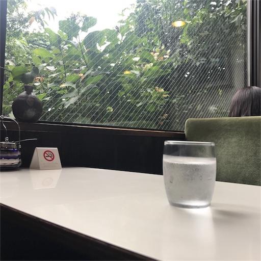 【珈琲 穂高】の店内|窓際の席