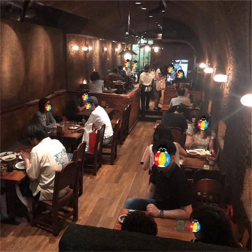 【COFFEE HALL くぐつ草】の薄暗い洞窟のような店内