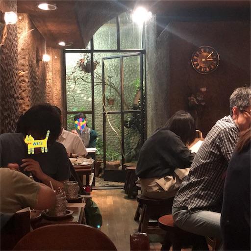 【COFFEE HALL くぐつ草】の店内奥にある小さな庭