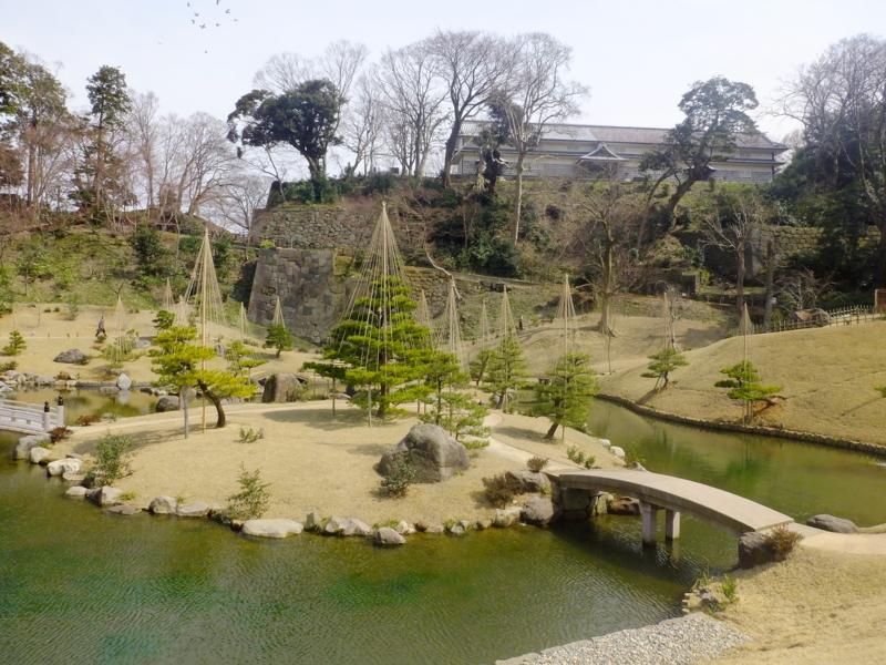 2015年3月に新設された玉泉院丸庭園から三十間長屋を望む