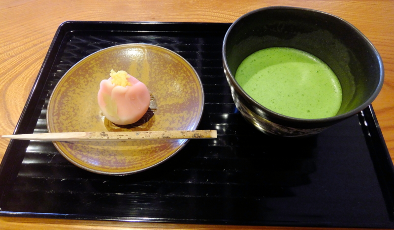 諸江屋菓寮・味和以の抹茶と上生菓子