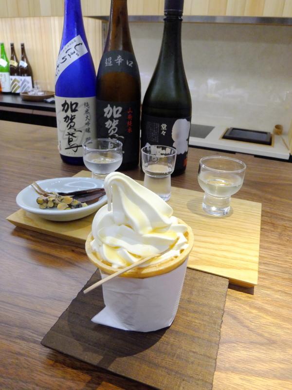 酒粕を練り込んだソフトクリームに三温生姜かけ