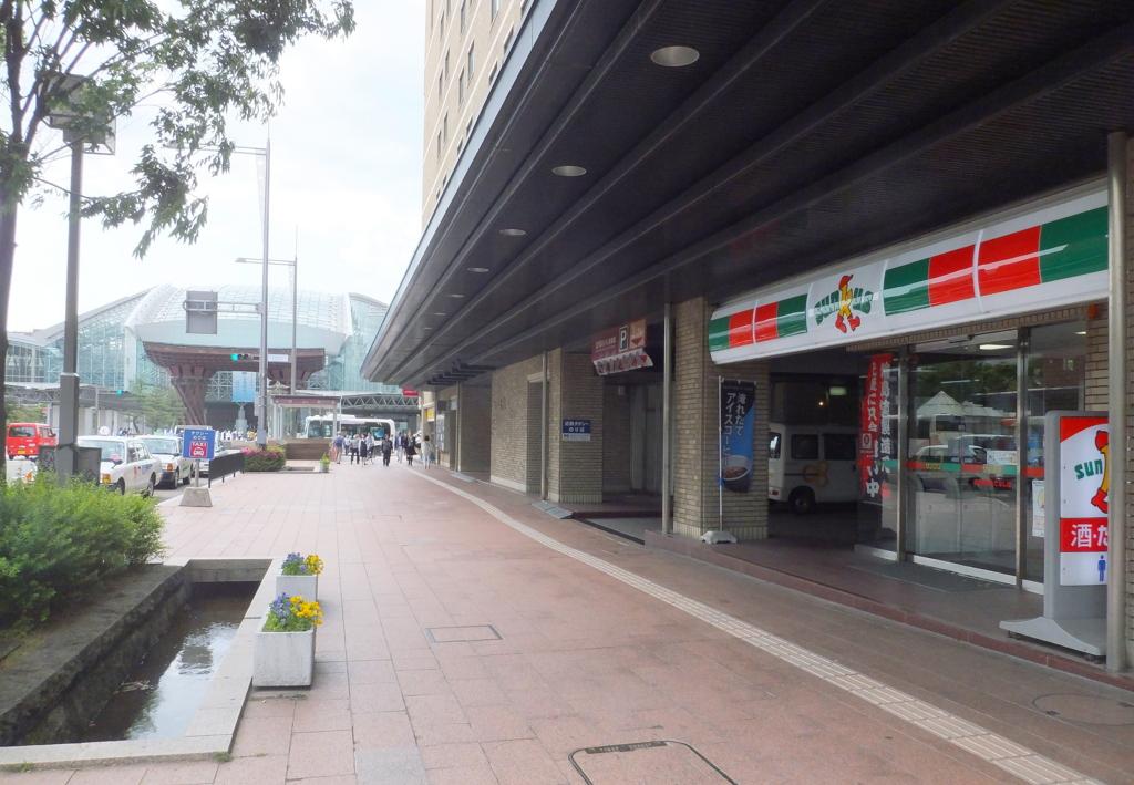 金沢駅兼六園口(東口)鼓門から最寄りのコンビニ・サンクス金沢駅前もてなし店までの写真