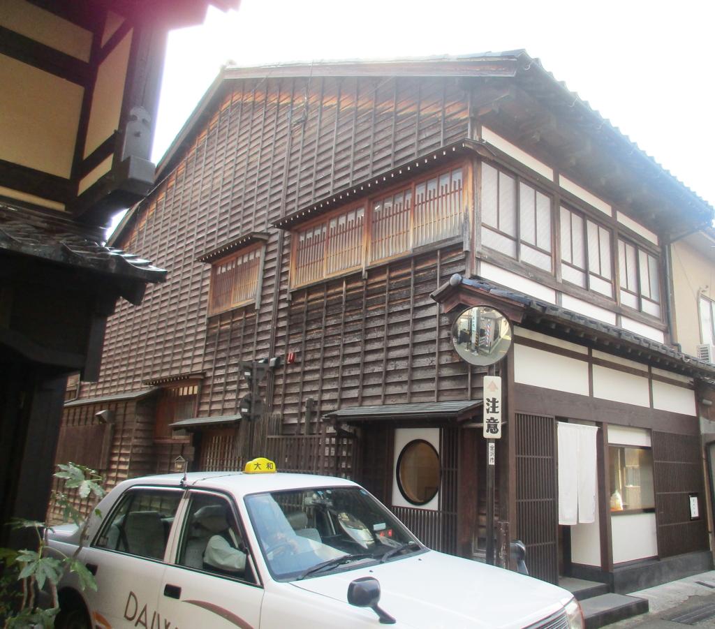 金沢・ひがし茶屋街のタクシー
