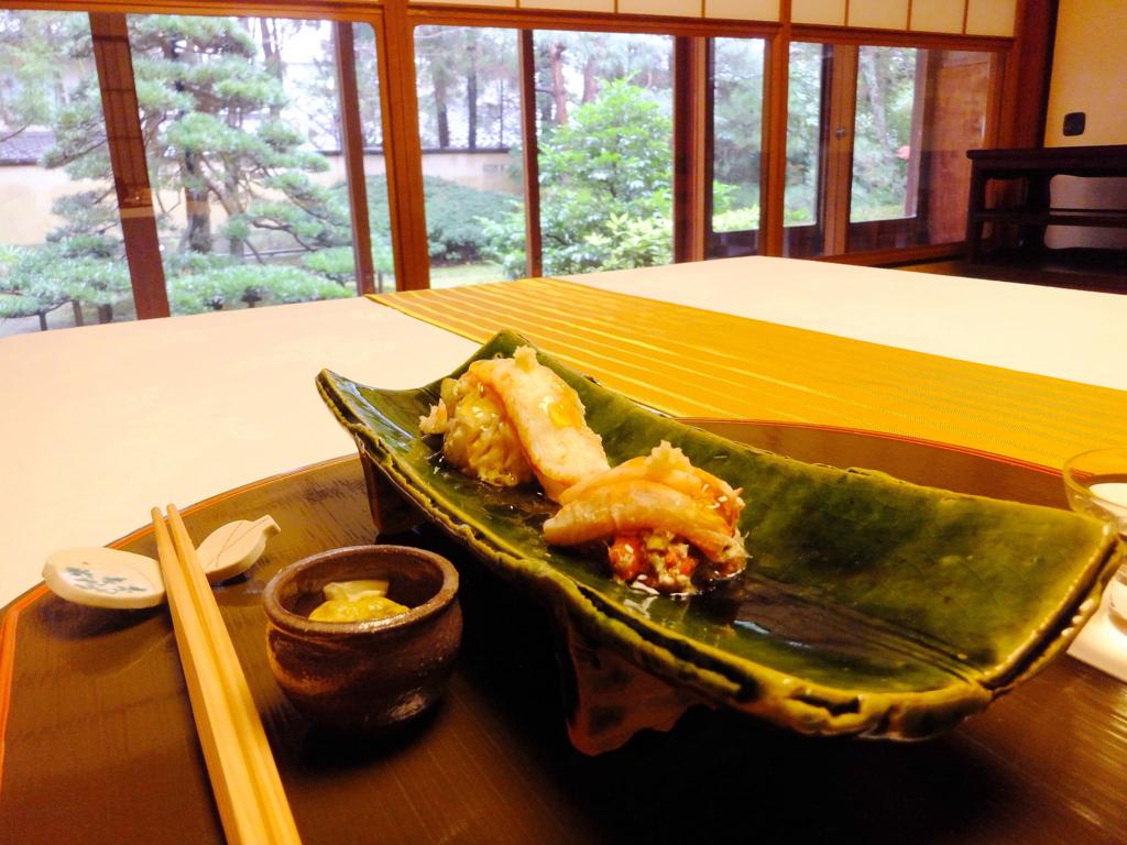 日本庭園を眺めての,ずわい蟹の雄・加能がにと雌・香箱がに,内子・外子和えにジュレがけ,金城楼(金沢市橋場町)