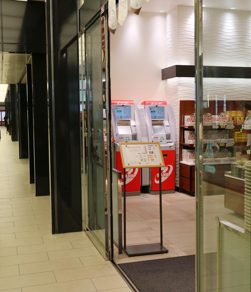 金沢駅Rinto入口隅にある2台のセブン銀行ATM