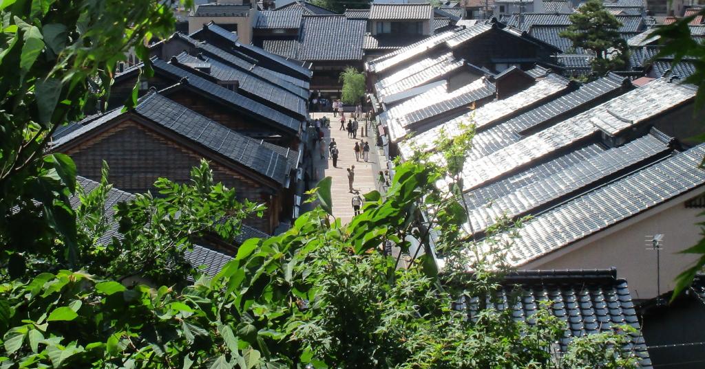 料亭・山乃尾からのひがし茶屋街の眺め