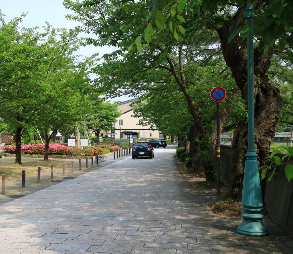 ひがし茶屋街に最も近い金沢市営東山河畔観光駐車場