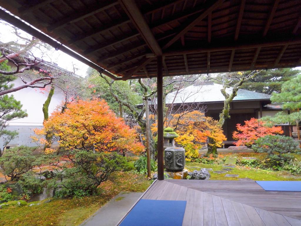 金沢市にある加賀藩主・前田家の奥方御殿・成巽閣の紅葉