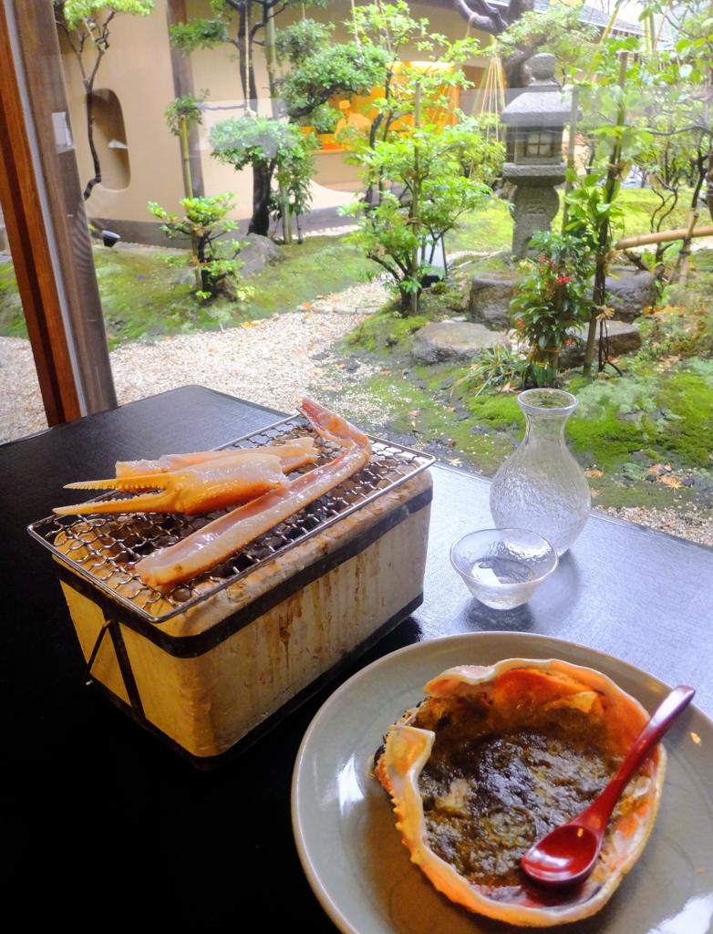 石川県水揚げのずわいがにの会席料理の一品・焼きがに(ホテル日航金沢・弁慶)