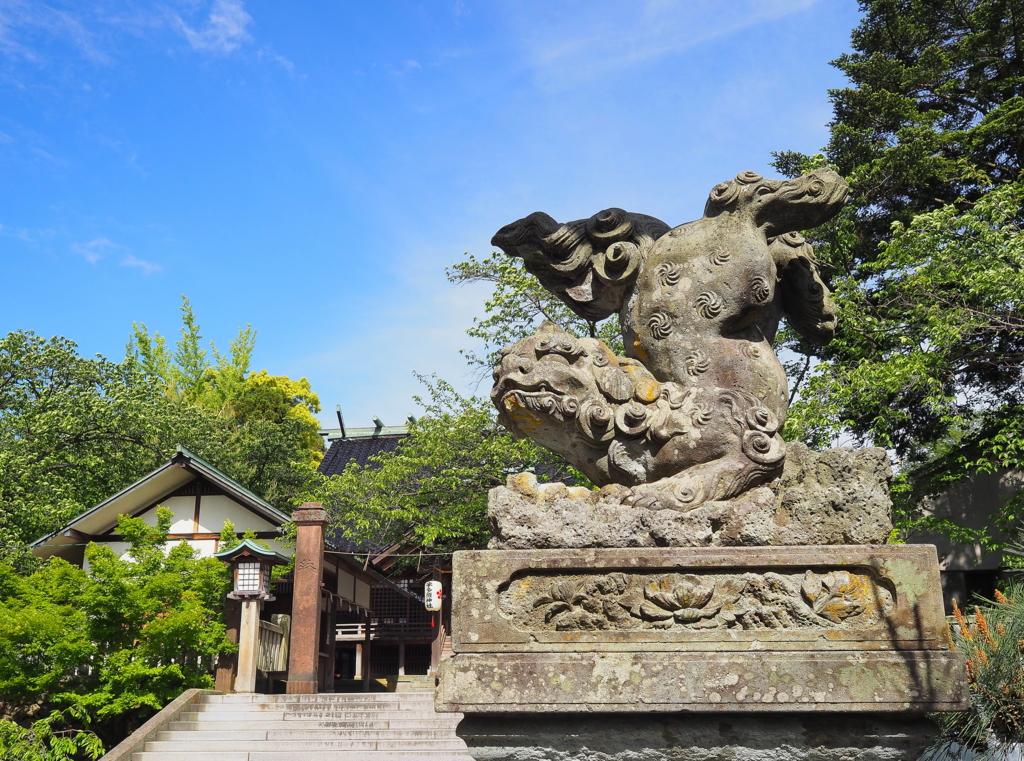 逆立ちする狛犬(宇多須神社:金沢市)