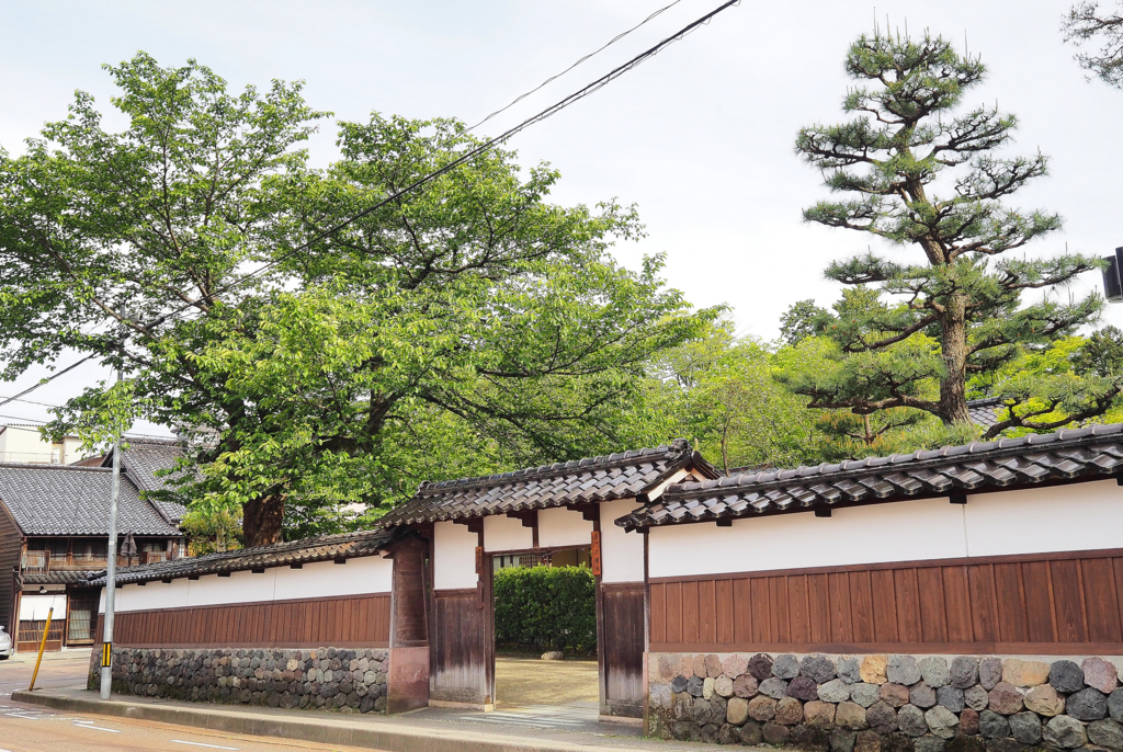 黒門前緑地・旧高峰家邸宅の塀(金沢市)