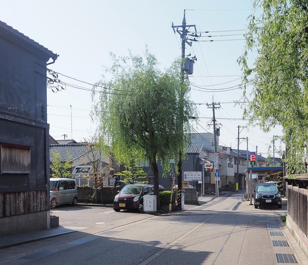 タイムズ金沢ひがし茶屋街第2への大通りからのアプローチ