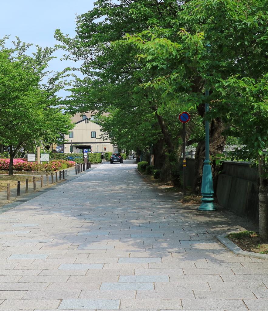 ひがし茶屋街に最も近い金沢市営東山河畔観光駐車場の閑散時